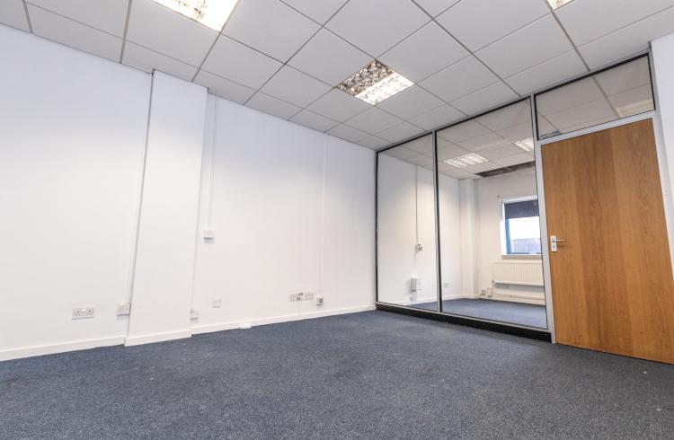 access-offices-twickenham-large-office