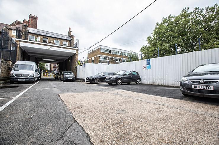 Access Self Storage West Norwood - parking