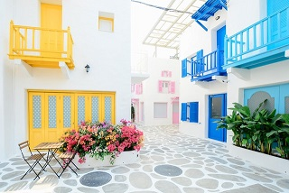 colourful courtyard between apartments