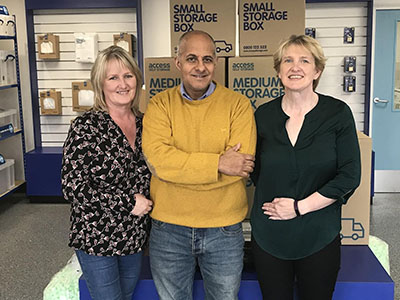Tania Antosik (Warehouse Manager Gadget Planet),  Ravi Khanna (Director of Gadget Planet) and Diane Coen (Accounts Manager for Gadget Planet)